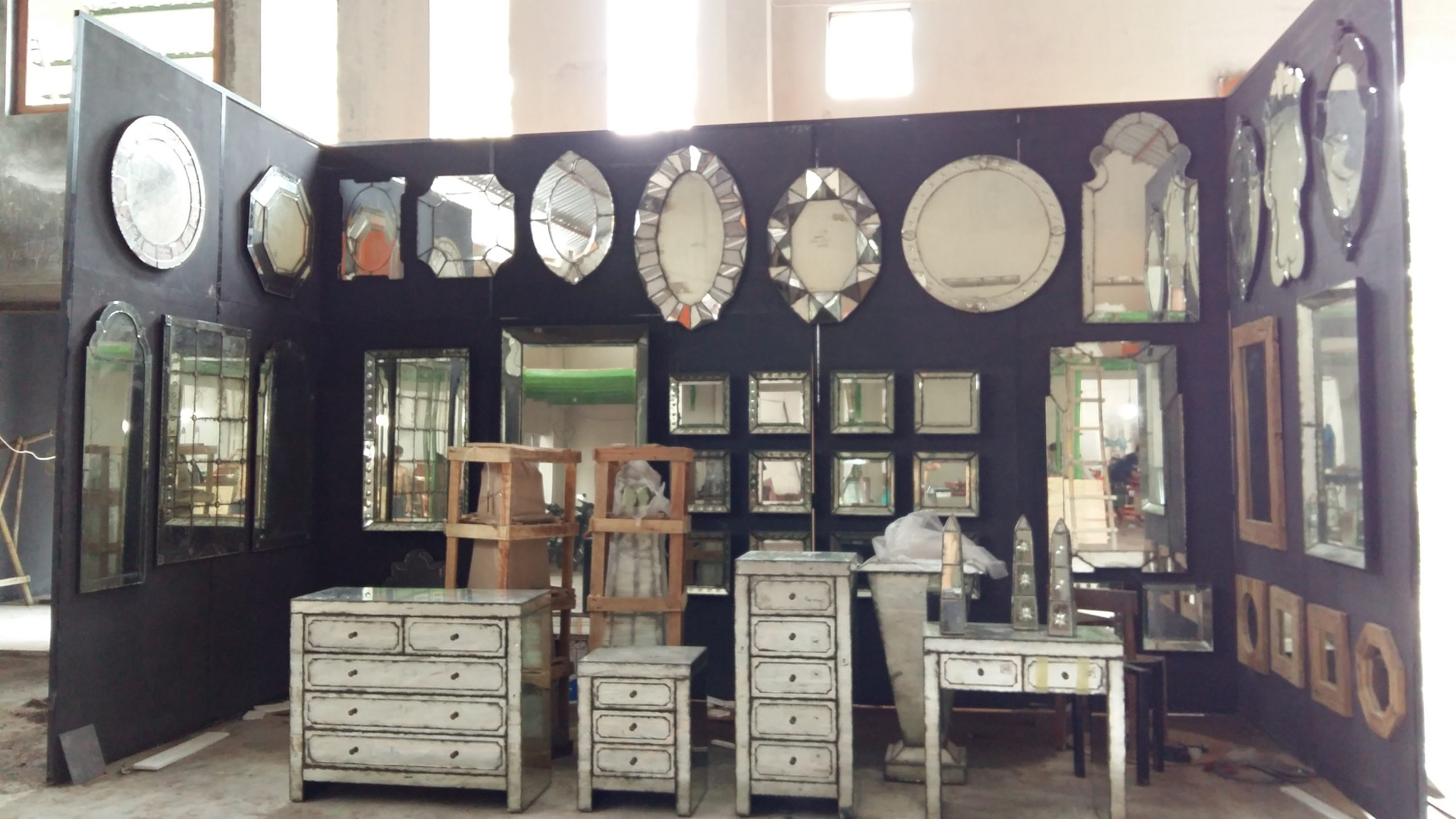 Beveled mirror manufacture